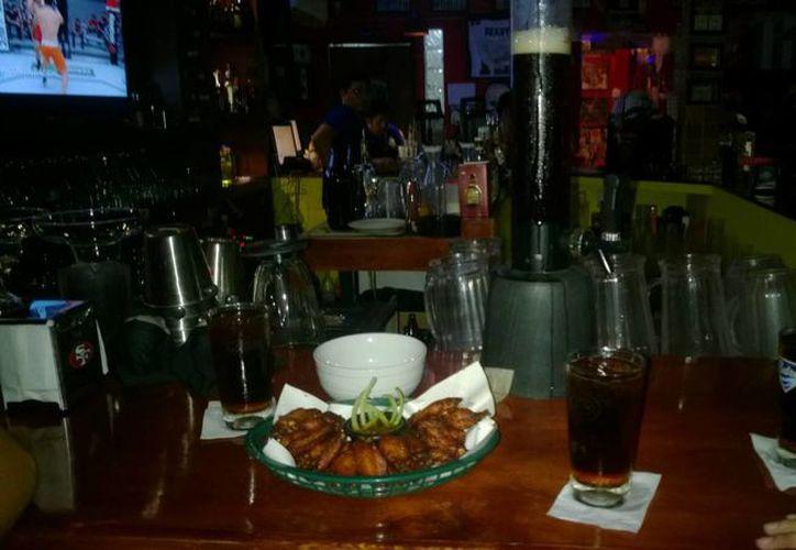 En Chetumal, hay un padrón de 50 establecimientos denominados restaurante-bar. (Ángel Castilla/SIPSE)