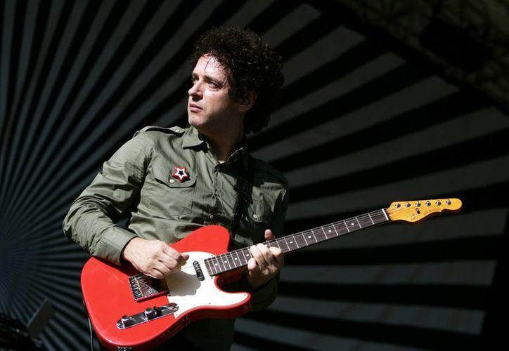 Foto de archivo del 5 de agosto 2006, del vocalista de Soda Stereo, Gustavo Cerati, en el Central Park de Nueva York en el Summerstage. Muere hoy jueves a los 55 años. (Agencias)