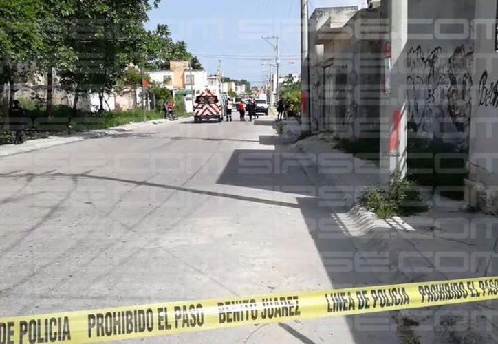 La zona fue acordonada por las autoridades municipales. (Orville Peralta/ SIPSE)