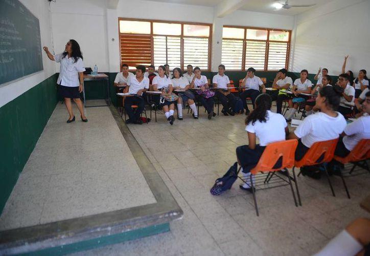 La deserción escolar en los Colegios de Bachilleres de Q. Roo disminuyó nueve puntos porcentuales en tres años. (Gustavo Villegas/SIPSE)