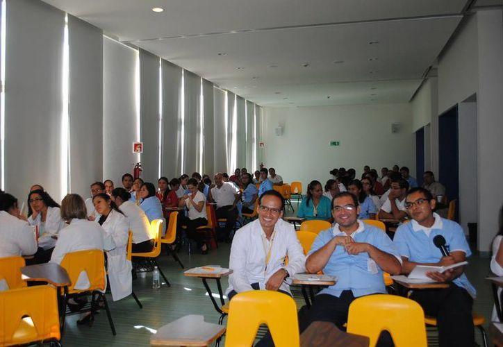 Participaron médicos, rehabilitadores, psicopedagogos y pedagogos. (Redacción/SIPSE)