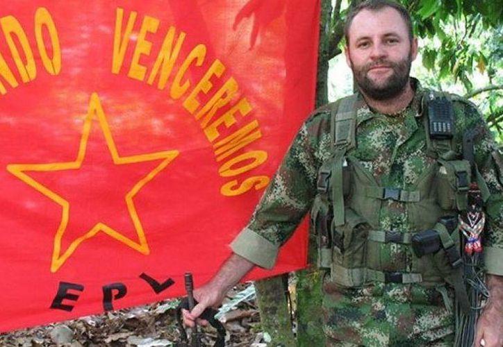 Víctor Ramón Navarro, 'Megateo', se presentaba como un rebelde alzado en armas contra el Estado. (twitter/@PublimetroMX)