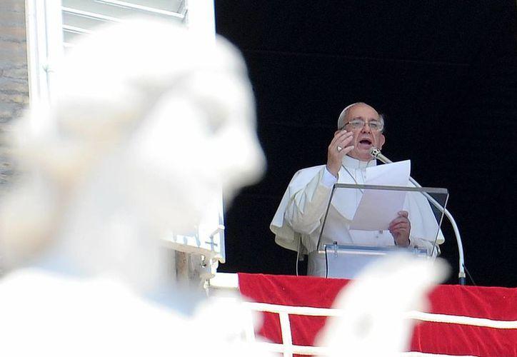 """El Papa insta también a los progenitores al """"cuidado de los ancianos, especialmente los abuelos"""". (EFE)"""