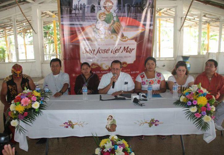 Se realizó una conferencia de prensa en la capilla. (Julián Miranda/SIPSE)