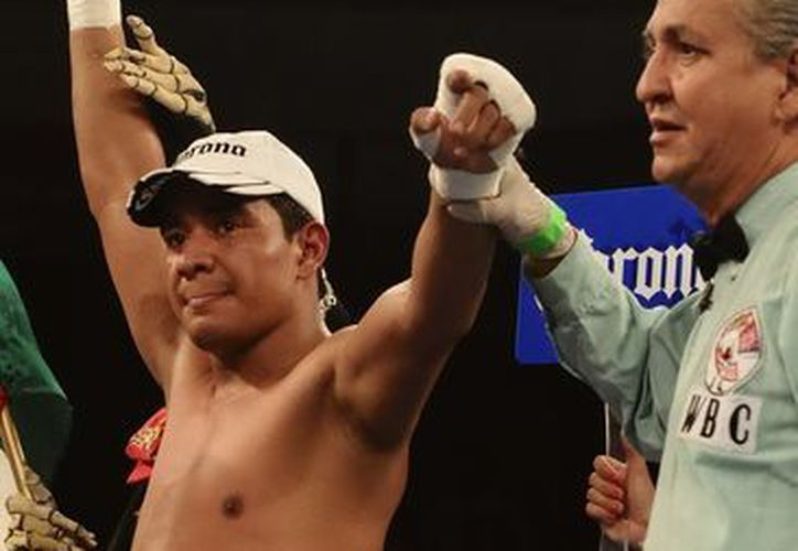'Chananón' Puerta reconoce en 'Yeyo' Thompson (i) a un buen peleador y que es el número uno del WBC. (Notimex)