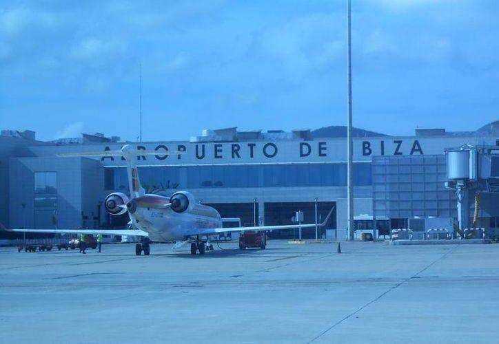 Mencionan que no es la primera vez que un animal se cuela en el aeropuerto de Ibiza. (vanguardia.com)