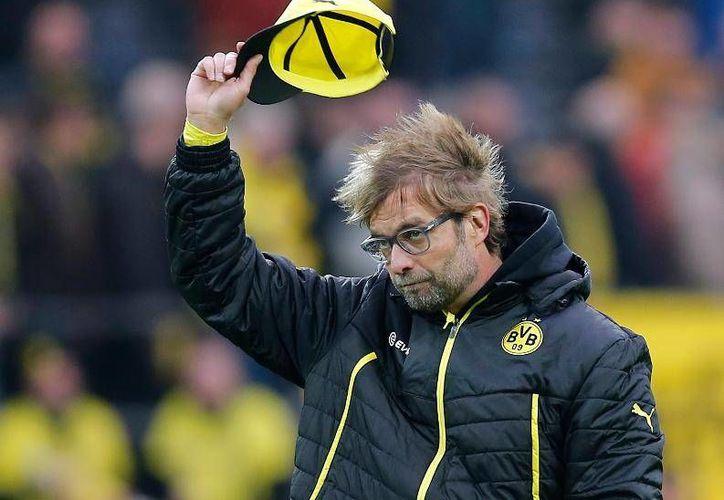 Cuando el ciclo de Jurgen Klopp llegó en Dortmund en 2015 fue una época de duelo para los seguidores del Dortmund, que solo recordaron los buenos tiempos, así como el contagioso buen humor y entusiasmo del estratega. (Archivo AP)