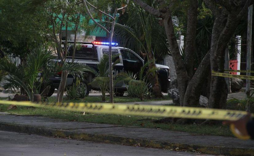 El cuerpo fue hallado en un área verde del fraccionamiento. (Redacción/SIPSE)