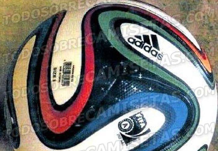 Este es el balón que se utilizará durante los encuentros de la Copa del Mundo de Brasil. (todosobrecamisetas.blogspot.mx)