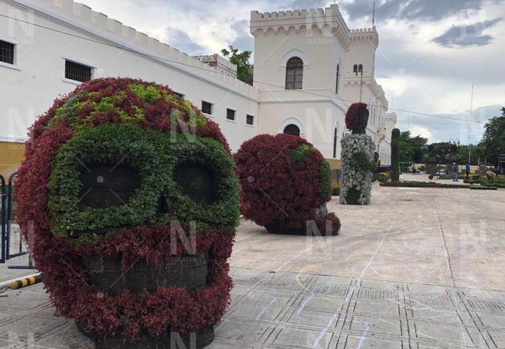 Ya se elaboran las figuras alusivas al Día de Muertos. (Novedades Yucatán)