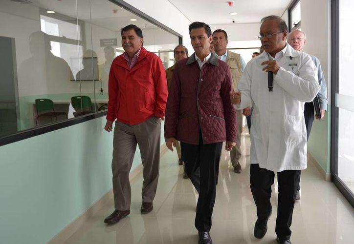 Peña Neito encabezó la entrega del Hospital General de San Pablo Monte, en el estado de Tlaxcala. (Notimex)