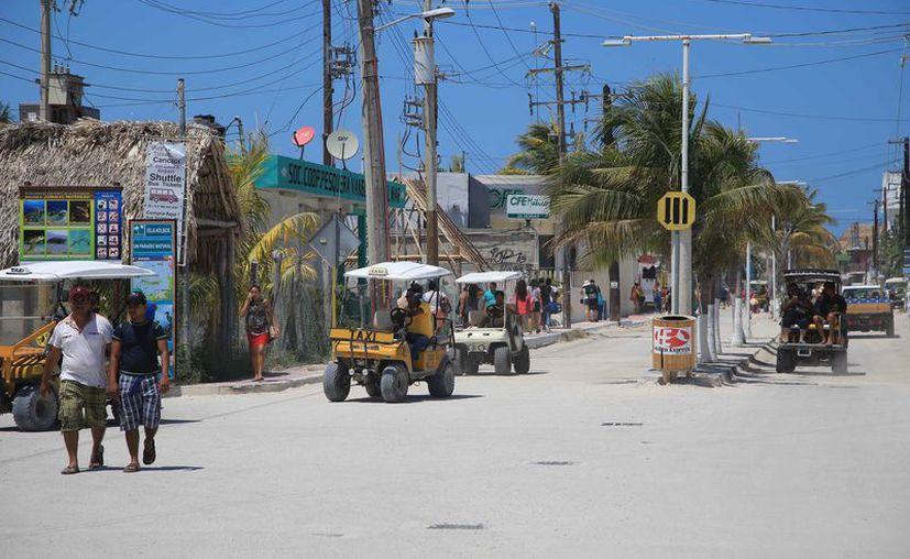 La isla carece de drenaje pluvial y de plantas de tratamiento. (Luis  Soto/SIPSE)