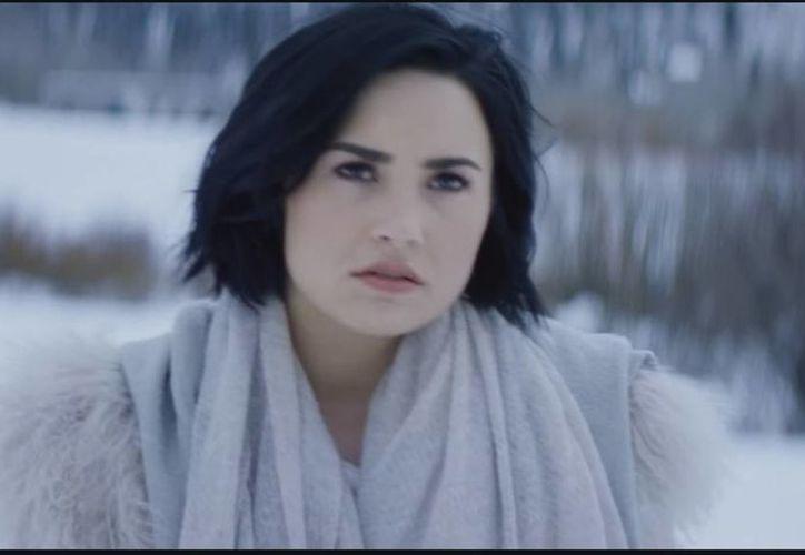 El video musical del hit Stone Cold, de Demi Lovato, fue presentado a través de sus redes sociales.(Captura de Pantalla)