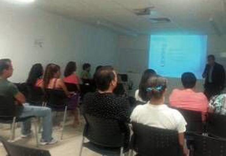 Las nuevas generaciones obtendrán al recibir clases en aulas interactivas. (Tomás Álvarez/SIPSE)