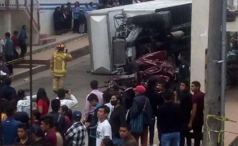 Los cuerpos de emergencia arribaron al sitio del percance. (@El_Universal_Mx)