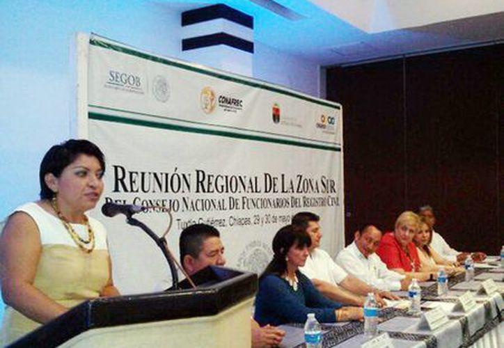 Funcionarios del Registro Civil durante las reuniones de trabajo, en Tuxtla Gutiérrez, Chiapas. (Milenio Novedes)