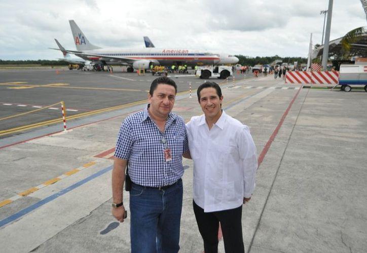 El administrador del aeropuerto de Cozumel, acompañado por el alcalde, dijo que en diciembre se tuvieron hasta 43 vuelos semanales. (Redacción/SIPSE)