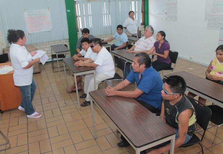 El DIF en coordinación con el ICAT capacita a personas con discapacidad para que se integren al campo laboral.  (Redacción/SIPSE)