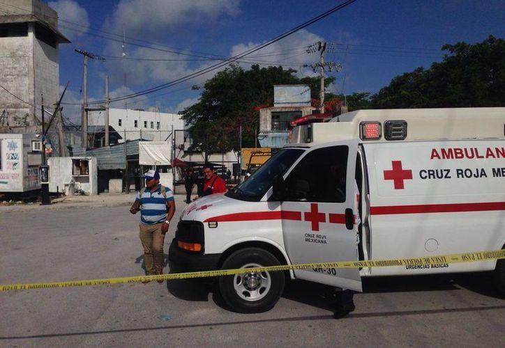Al Cereso llegaron los paramédicos de la Cruz Roja. (Redacción/SIPSE)
