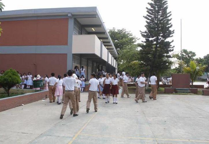 Se contemplan en el programa 84 colegios de educación básica. (Archivo/SIPSE)