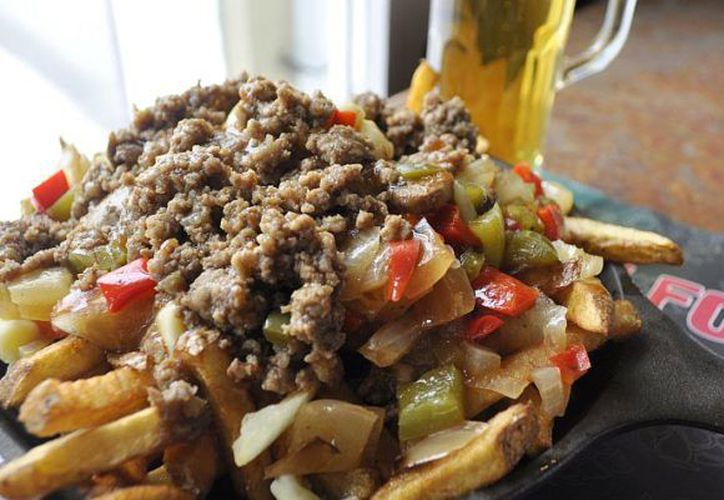 Si viajas a Quebec vale la pena hacer un tour gastronómico para probar sus platos emblemáticos, como La Poutine. (Nadia Luna/Animal Gourmet)