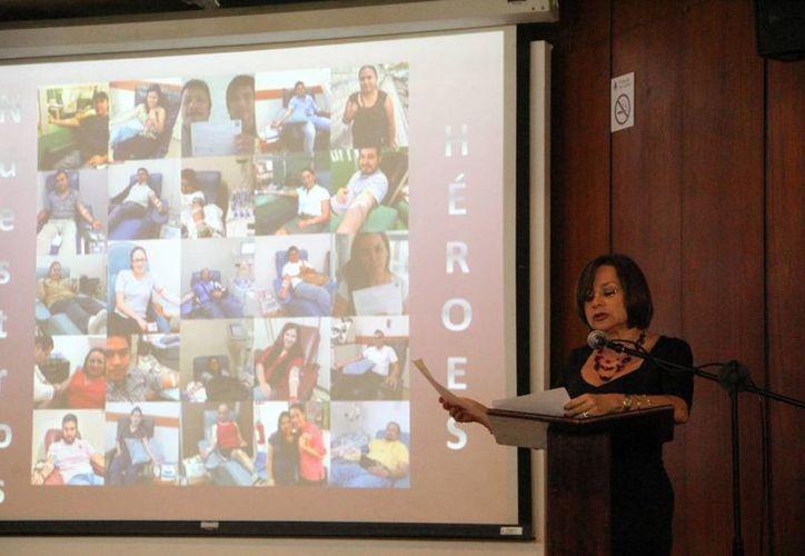 Marcia Lara de Moreno, presidenta de 'Donando Sangre', al presentar el informe de la asociación. (José Acosta/SIPSE)
