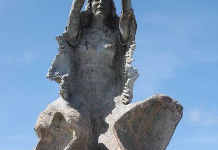 La denuncia contempla la sustracción de dos piezas de bronce, un pilar de aproximadamente tres metros de longitud y el techo de la llamada Casita Voladora. (Harold Alcocer/SIPSE)