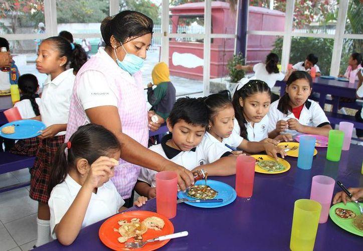 El DIF realiza las visitas a los desayunadores y comedores para revisar su funcionamiento. (Cortesía)