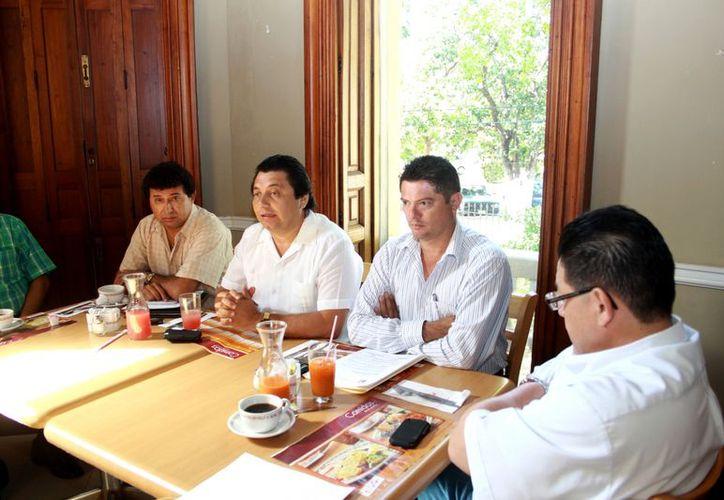 Dirigentes de burócratas confían en que hoy se haga el pago. (Christian Ayala/SIPSE)