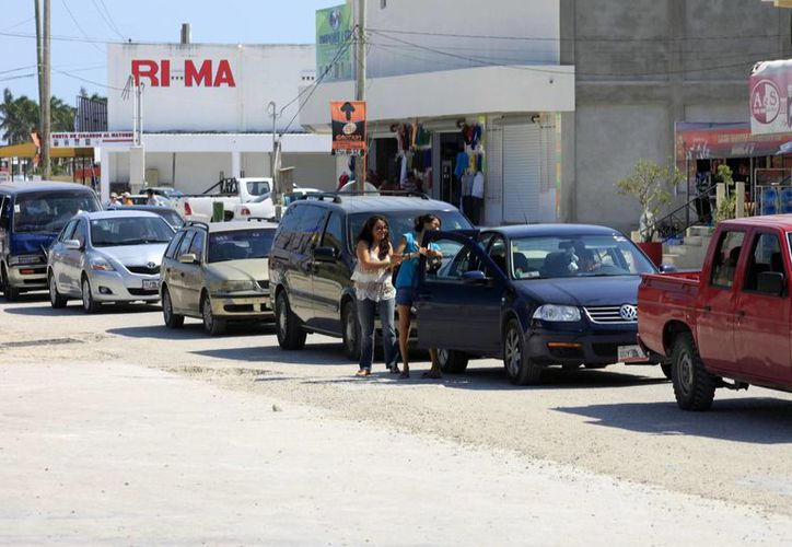 Desbordan mexicanos su visita a la zona comercial conocida como Paraíso Fiscal, mercancías a bajo costo perduran como el atractivo principal. (Enrique Mena/SIPSE)