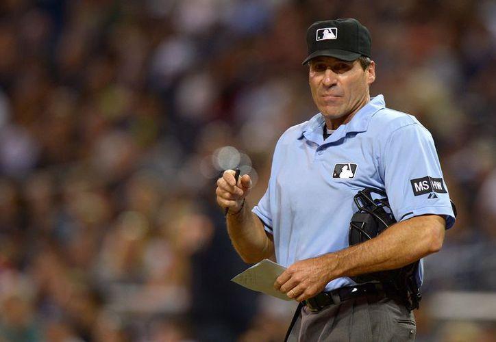 Ángel Hernández, un umpire en las Mayores radicó una demanda contra las Grandes Ligas en la que alega que ha sido víctima de discriminación racial. (USATSI)