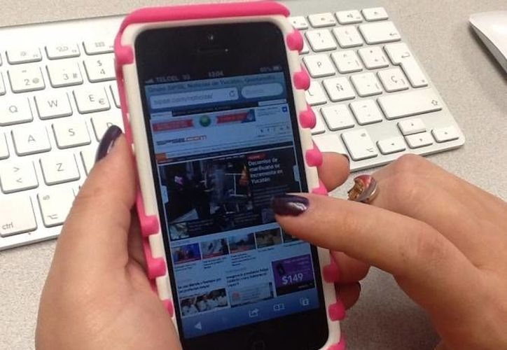 Uno de cada cinco jóvenes mexicanos  practica el envío de fotos personales a través de sus celulares. (Archivo Sipse)