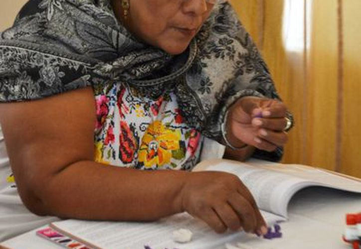 El INE promueve que mujeres indígena mayas reflexionen sobre la importancia de su participación política; reconozcan, identifiquen y exijan el respeto pleno de sus derechos, como votar y ser votadas. (Foto cortesía del Gobierno estatal)