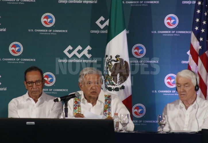 López Obrador fue testigo de honor de la Firma del Acuerdo entre los Sectores Privados de México y Estados Unidos. (José Acosta)