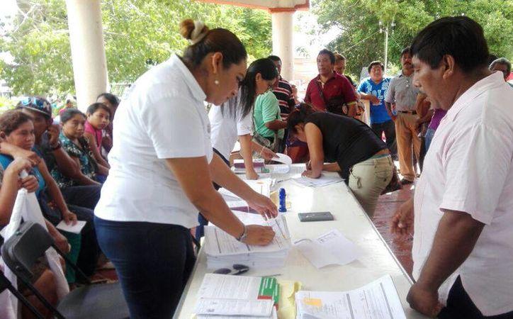Entregaron los certificados de apoyo a las familias provenientes de más de 50 comunidades rurales. (Javier Ortíz/ SIPSE)