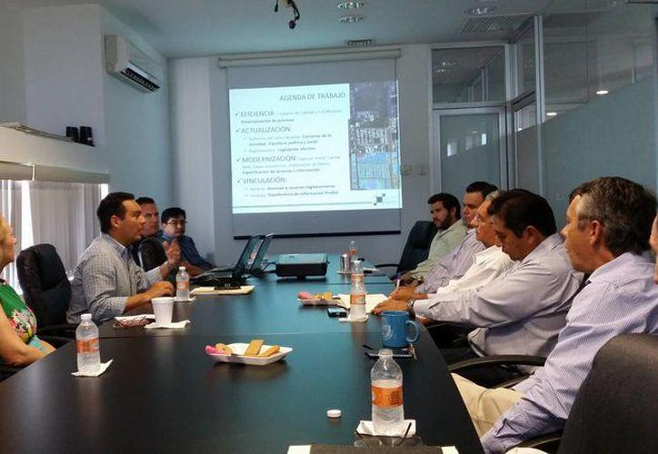 La Comisión de Transición se entrevistó con los titulares del Catastro, Desarrollo Urbano y Planeación de Mérida. (Cortesía)