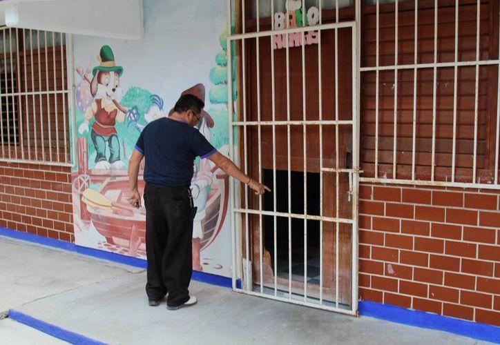 """El Jardín de Niños """"Aarón Merino Fernández"""" fue víctima de los vándalos. (Jesús Tijerina/SIPSE)"""