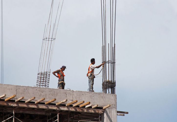 Trabajadores de la construcción desprotegidos por empresas. (Foto; Jesús Tijerina)