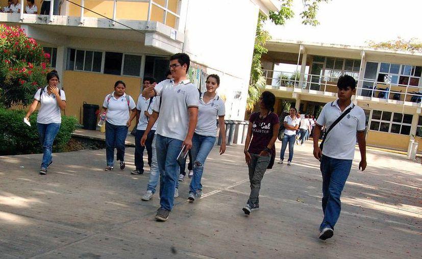 Este domingo los aspirantes a entrar a alguna de las escuelas de bachillerato de la UADY podrán saber si fueron aceptados. (Wilbert Arguelles/SIPSE)