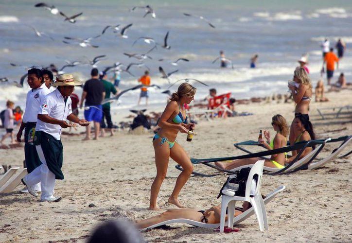 Se esperan miles de visitantes a Yucatán durante las vacaciones de verano. Las playas, entre los sitios preferidos por los vacacionistas. (Milenio Novedades)