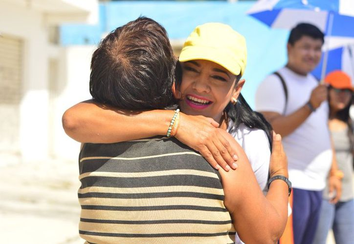 La abanderada de la coalición Por Quintana Roo al Frente dialogó con los vecinos de la Región 233.