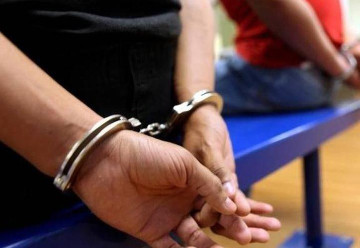 La SSP detuvo en Tzucacab a un 'pollero' que intentaba cruzar a tres salvadoreños hacia Estados Unidos. (Agencias)