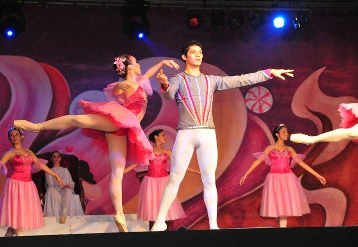 """El Ballet de Cámara de Quintana Roo, como parte de su actuación, presentó varios números en el evento  internacional """"Dance X"""", organizado por el Instituto de Historia de Belice. (Jorge Carrillo/SIPSE)"""