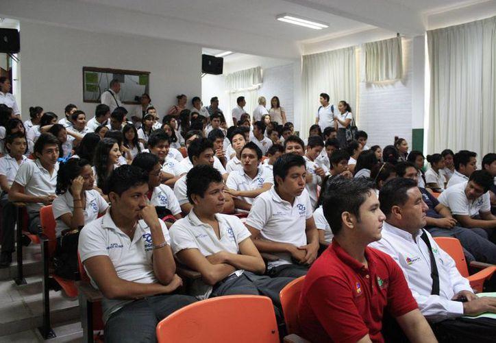 Alumnos del DGETI serán capacitados y se les entrgará el material de enseñanza. (Harold Alcocer/SIPSE)