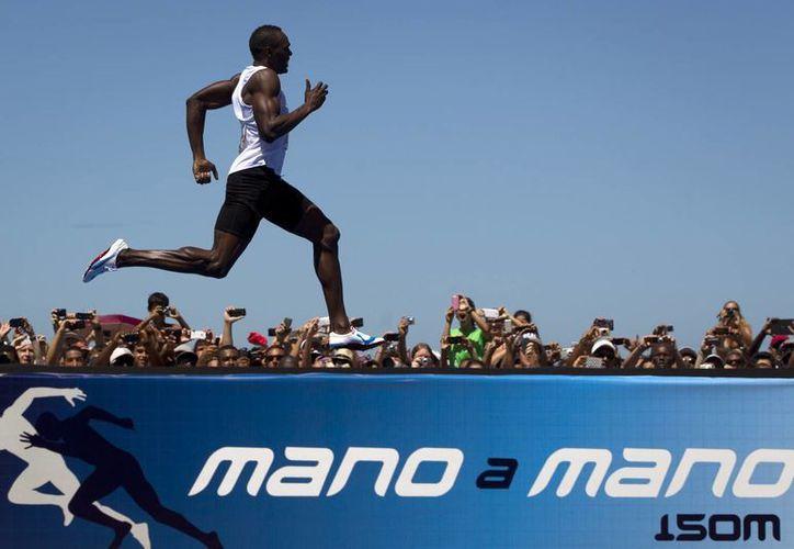 En la prueba de 200 metros planos, Bolt se quedó a siete centésimas de segundo de igualar su récord mundial. (Agencias)