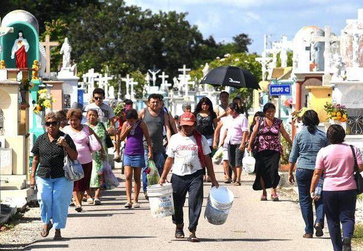 Se espera una multitudinaria asistencia de deudos a panteones de la capital yucateca, para honrar a los que ya no están. (Archivo SIPSE)