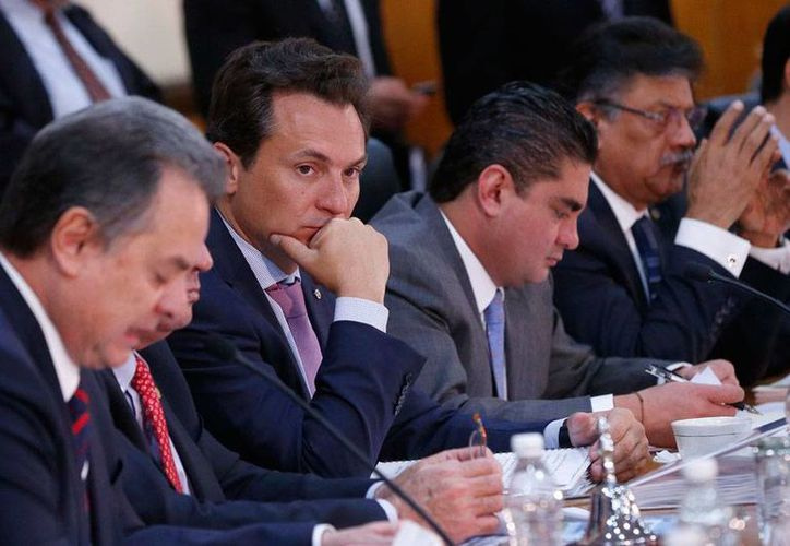 Aspecto de la comparecencia de Emilio Lozoya (con la mano en el mentón) ante diputados, por la glosa del II Informe de Gobierno del presidente Enrique Peña  Nieto. (Notimex)