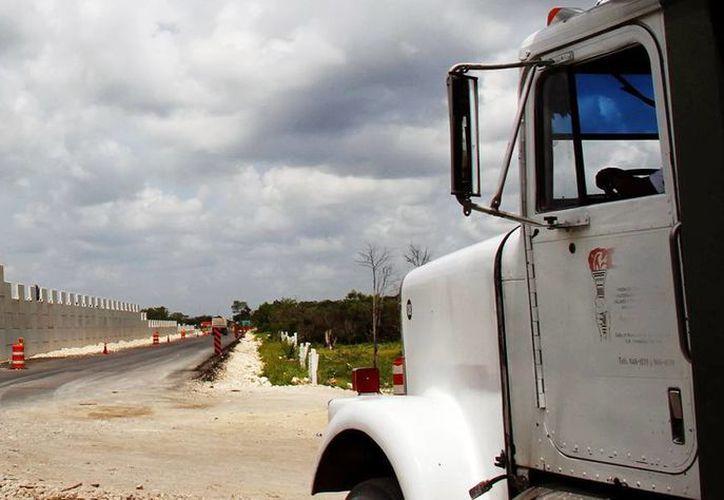 La SCT realiza diversas obras como la construcción de los dos distribuidores viales faltantes en el anillo periférico de Mérida. (Milenio Novedades)
