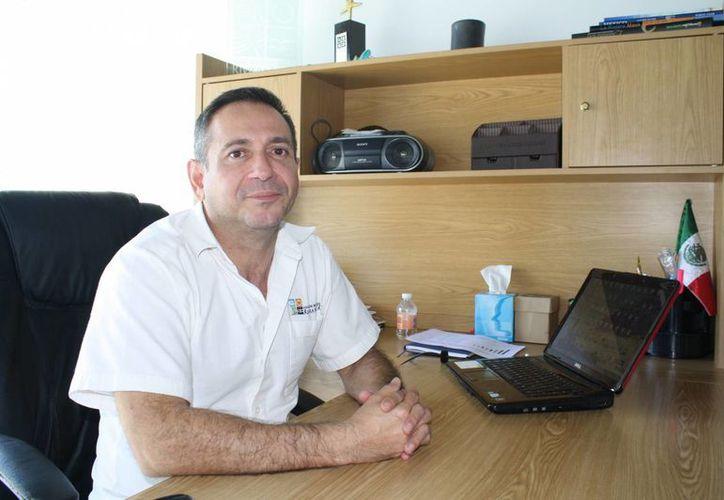 Manuel Paredes Mendoza, director general de la AHRM, dijo que se registra excelente ocupación hotelera en este destino. (Yenny Gaona/SIPSE)