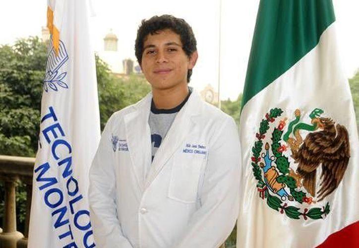 Aldo Luna Jiménez, desarrolló la red social denominada iFOAMed. (Redacción/SIPSE)